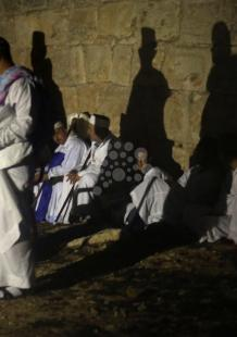 الطائفة السامرية تحج لجبل جرزيم في عيد العرش