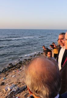 وفد حكومة الوفاق برئاسة الحمدالله يتجول في غزة