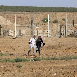 آلاف النسوة يشاركن بمهرجان فلسطينيات نحو العودة بغزة