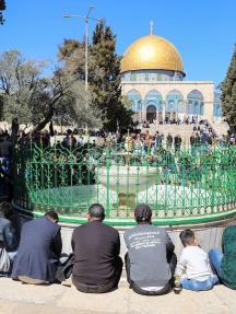 50 ألفا يؤدون صلاة الجمعة بالمسجد الأقصى رغم التضييقات