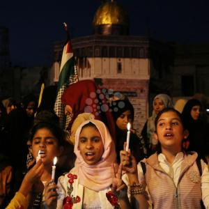 مسيرة شموع لأطفال بغزة نصرةً للأقصى