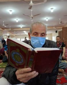 صلاة الجمعة في مسجد الشهداء بخان يونس