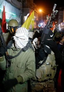 مسلحون بفتح يطالبون بوقف لقاء الأمريكان