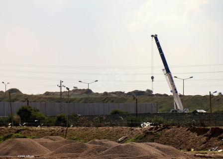 مصر تواصل إقامة جدار اسمنتي على حدودها مع قطاع غزة