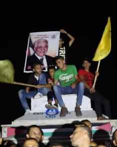 مواطنون بغزة يتابعون خطاب الرئيس عباس بنيويورك