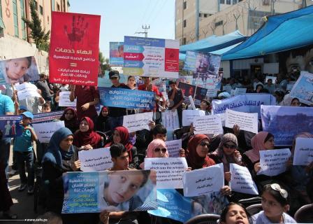 وقفة احتجاجية بغزة ضد إنهاء عقود المئات في أونروا