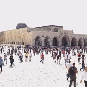 ٤٠ ألف مصل أدوا صلاة الجمعة بالمسجد  الأقصى المبارك