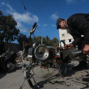 إتلاف دراجات نارية تسببت بحوادث سير في غزة