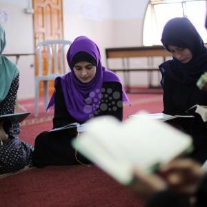 فتيات يلتحقن بحلقات حفظ القرآن في غزة