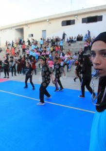 طلاب بغزة يلعبون كُرة (دودج بول)