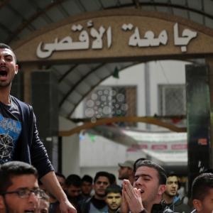 طلاب الأقصى بغزة يحتجون على استمرار أزمة جامعتهم