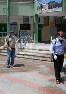 تعقيم مدارس بغزة استعدادًا للتوجيهي