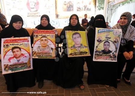 وقفة تضامنية لذوي الأسرى مع أبنائهم بسجون الاحتلال
