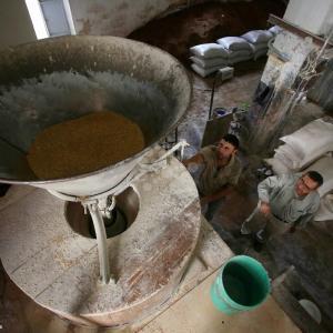 مطحنة بنابلس يعود تاريخها لأكثر من 70 عامًا