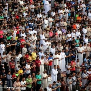 عشرات الآلاف في غزة يؤدون صلاة العيد