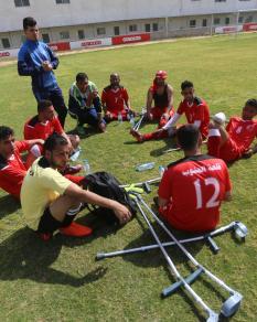 بطولة لأول منافسة لكرة القدم لذوي البتر في قطاع غزة
