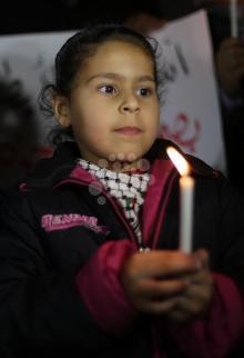 وقفة شموع في غزة نصرة للأسرى
