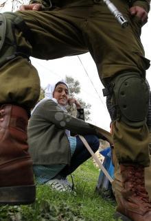 تظاهرة تطالب بفتح شارع يغلقه الاحتلال بالخليل