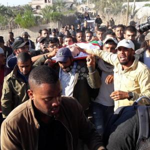 تشييع جثمان الشهيد السواركة بدير البلح