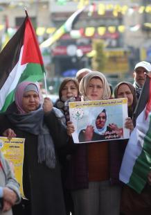 وقفة تضامنية بنابلس مع الأسير المسن موفق العروق