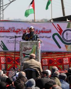 وقفة احتجاجية لهيئة مسيرات العودة أمام حاجز بيت حانون رفضا لصفقة القرن
