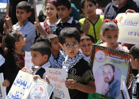 تواصل الفعاليات التضامنية مع الأسرى بغزة