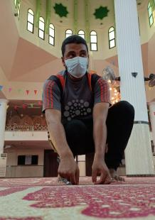 تجهيز المساجد بغزة لأداء صلاة الجمعة