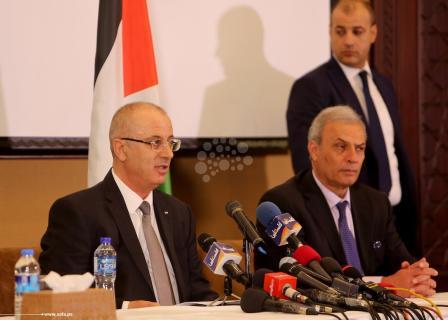 الحمد الله خلال زيارته لغزة