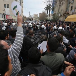 قمع أمن السلطة لمسيرة رافضة لمحاكمة الشهيد الأعرج