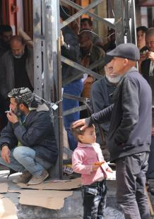 مستحقو الشئون الاجتماعية أمام البنوك في غزة