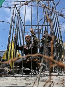 إحياء يوم الأسير في الضفة وغزة