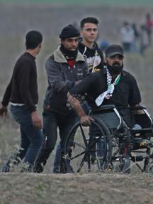 الشهيد أبو ثريا متقدمًا الصفوف الأمامية شرق غزة