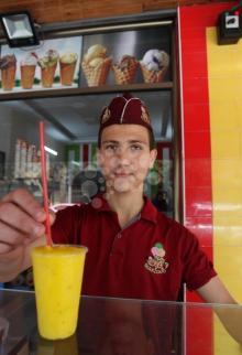 غزة: المثلجات.. ملاذ وسط أجواء الحر