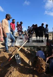 دفن مسنة متوفية بغزة جراء إصابتها بفيروس كورونا