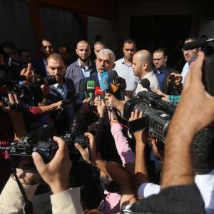 لقاء لجنة الانتخابات بالفصائل في غزة بشأن الانتخابات