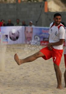 مباراة لكرة القدم الشاطئية بغزة