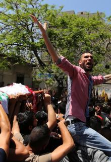 تشييع غاضب للشهيد الصياد بكر بغزة