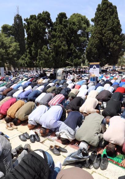 200 ألف مصل أدوا الجمعة الأولى من رمضان في الأقصى