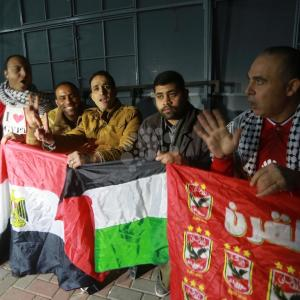 مصر أم بوركينافاسو.. من يُشجع الغزيون؟