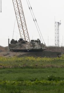 شهيد و3 جرحى بجريمة إسرائيلية شرق خانيونس