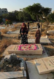 زيارة المقابر بالعيد.. عادة فلسطينية متوارثة