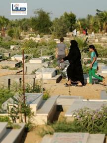 زيارة القبور عادة فلسطينية في العيد