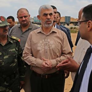 السنوار يتفقد حدود غزة مع مصر