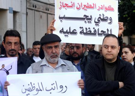 موظفون بمطار غزة يرفضون إحالتهم للتقاعد