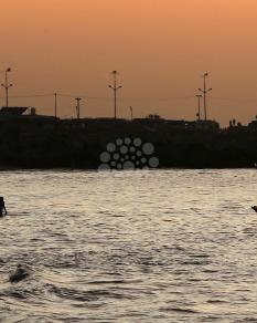 لحظات الغروب في بحر غزة