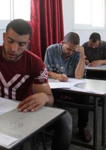 اختبار لمحو الأمية بغزة