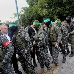 القسام تقيم بيت عزاء للشهيد الزواري بغزة