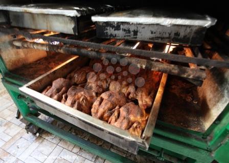 تجهيز وجبات الإفطار بأحد المطاعم بغزة