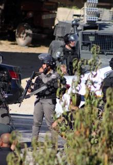جرافات الاحتلال تهدم منزلاً في بيت أمّر