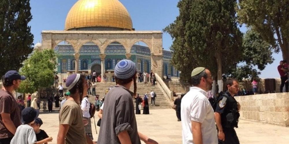 مستوطنون يقتحمون باحات المسجد الأقصى المبارك